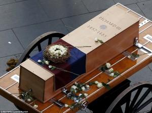 26E5E15D00000578-3006275-The_coffin_Made_by_Richard_s_descendant_Michael_Ibsen_a_cabinet_-a-163_1427072640410